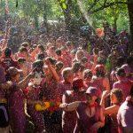 wine fight crowd