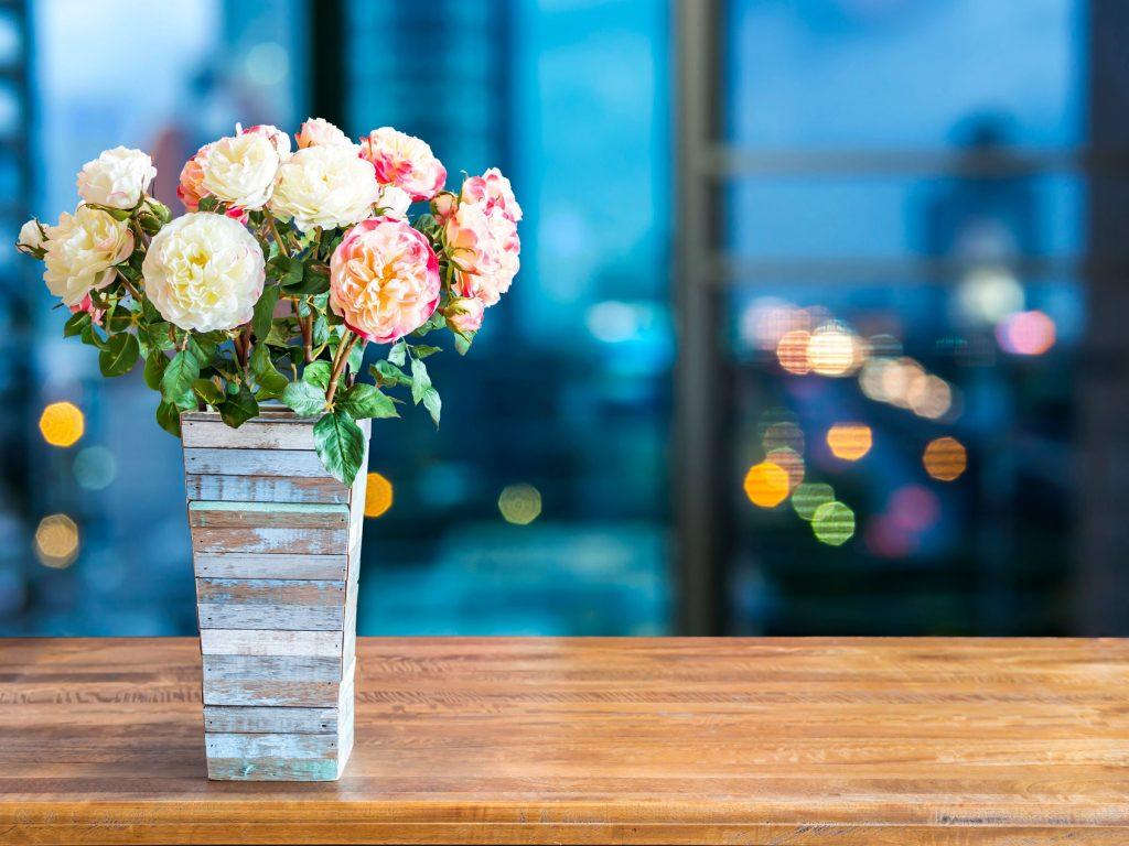 4 tips on how to keep fresh cut flowers alive for longer. Black Bedroom Furniture Sets. Home Design Ideas
